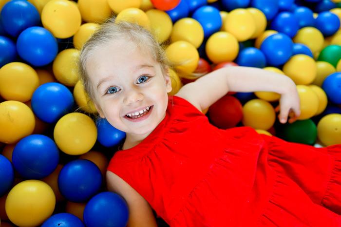 Лучший массаж для детей это бассейн с шариками