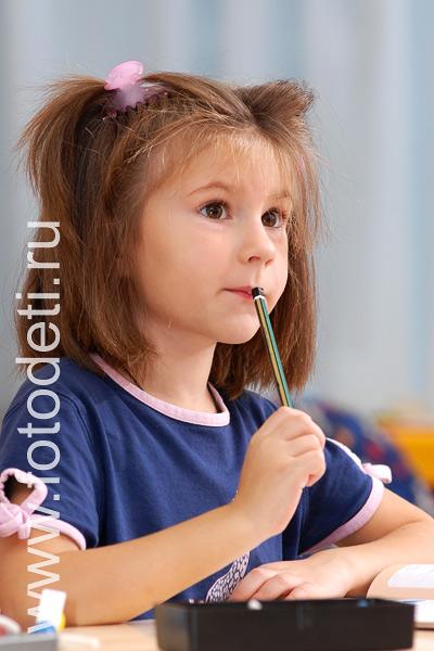 Профессиональный фотограф.  Фотографии детей: Ребёнок внимательно слушает учителя - изображение: 11011.