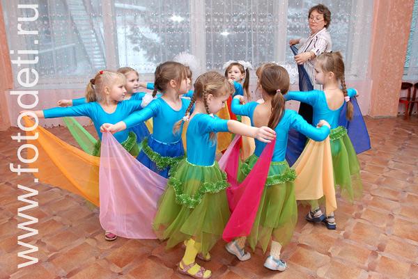 Танец С Цветными Платками Видео