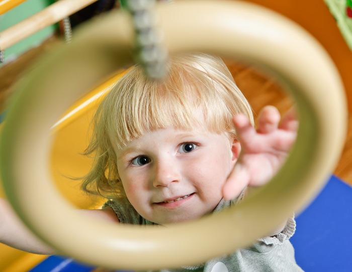 Спортивные занятия очень бодрят детей, вызывая блеск в глазах