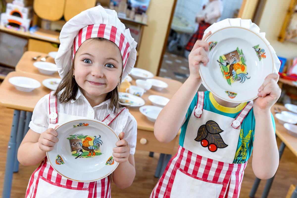 Картинка дети накрывают на стол для детей